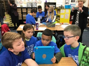 Technology In Elementary Classrooms : Will rogers demonstrates technology in the classroom u edmond
